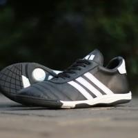Sepatu Futsal casual kulit asli adidas hitam putih / nike