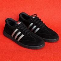 Sepatu Adidas /Sneakers Pria/black/sepatu murah Hitam Garis Putih Best