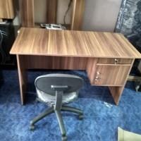 Meja kantor 1 set dengan kursi pegas