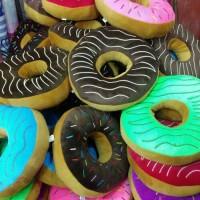 Boneka lucu bantal donut