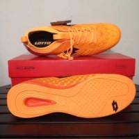 Sepatu Futsal Lotto Spark IN Beat Orange Black L0104000 Diskon