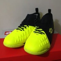 Sepatu Futsal Lotto Energia IN Safety Yellow L01040008 Berkualitas