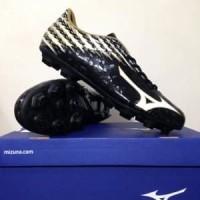 Sepatu Bola Mizuno Basara 104 MD Black White Gold P1GA1 Berkualitas