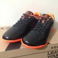 Sepatu Futsal Anak Kelme Star 9 Junior Black Orange 111 Diskon