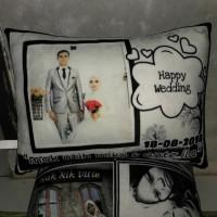 Bantal foto / bantal hadiah / kado pernikahan/ kado ulangtahun/ wisuda