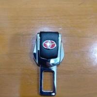 colokan seat belt / safety belt logo toyota kulit mobil Calya