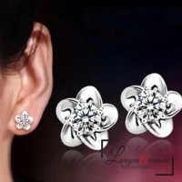 Anting Wanita Titanium Model Bunga Kristal Crystal Anti Karat