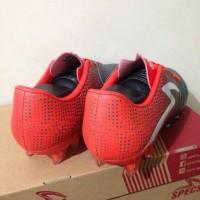 sepatu olahraga Sepatu Bola Specs Equinox FG Dark Granite Red 100821