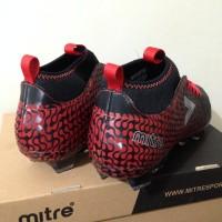sepatu olahraga Sepatu Bola Mitre Ultimatch FG Black Silver Red T0101
