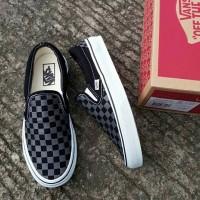 sepatu casual vans checkerboard slip on hitam abu black grey gray