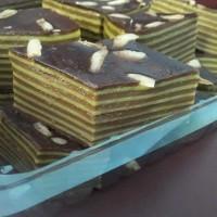 BALAPIS (kue lapis Manado)COKLAT PANDAN ,TOPING KENARI