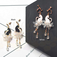 Anting Stud Black and White Cat Flower and Pearl Kucing Lucu GH 203685