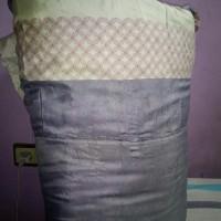 bed cover sigle warna pink abu tersimpan rapi