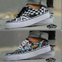 Sepatu Sneakers Vans Pria Old School Casual Motif Stylish