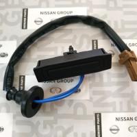 Switch tombol pintu bagasi belakang Nissan Xtrail T31 Latio back door