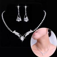 Set Perhiasan - Kalung & Giwang / Anting Pesta - Kristal Putih V Shape