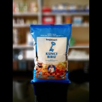 1 kg tepung terigu Kunci Biru