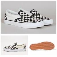 Sepatu Vans Slip On Checkerboard Hitam Putih Premium Dalam Di JAHIT