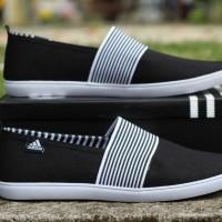 Sepatu Slip On Pria Adidas Hitam Garis -Garis Putih Terlaris