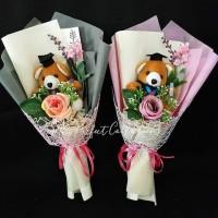 Buket bunga mawar imitasi boneka wisuda teddy bear beruang