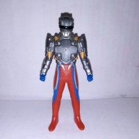Figure Ultraman Zero Tector Gear. Ori Bandai. 10,5 cm.