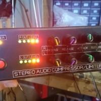STEREO AUDIO AUTO COMPRESSOR LIMITER PLUS LED VU DISPLA TERLARIS
