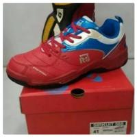 sepatu badminton rs tipe sirkuit 568 original Berkualitas