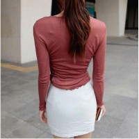 Kaos T-Shirt Casual Wanita dengan Model Potongan Ketat dan Bahan Tipis
