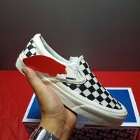 Sepatu Vans Slip On OG VAULT CHECKERBOARD Black White Original Catur