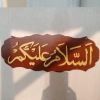 Kaligrafi arab assalamualaikum kayu timbul