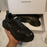 Sepatu Balenciaga Triple S Black Premium Quality