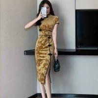 Dress Midi Cheongsam Wanita Bahan Velvet Warna Emas untuk Musim Gugur