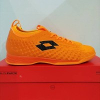 sepatu futsal lotto spark in black/orange