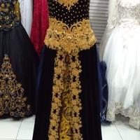 Gaun baju kebaya pengantin wanita bludru