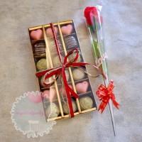 Paket Coklat Valentine Love Hati Isi 18 Dan Bunga