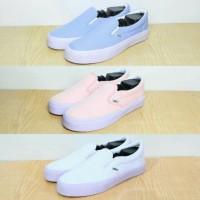 Sepatu Kasual Sneakers Vans Slip On - Biru Pastel / Baby Pink / Putih