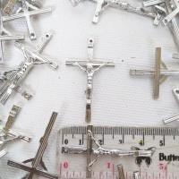 Bandul Salib Yesus Inri Logam Nikel Garis Souvenir Kalung Rosario