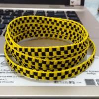 Tali Sepatu Motif Vans Yellow Black