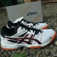 Sale Sepatu Running Pria - Asics Gel Rocket 8 Original Shoes - Maroon,