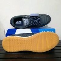 Sepatu Futsal Kelme Intense - Dark Grey alat olahraga