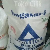 tepung/terigu/segitiga/curah/bogasari/protein rendah/bahan/roti/donat