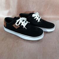 Sepatu VANS Bahan Sweede warna Hitam / putih / coklat Tali No 40