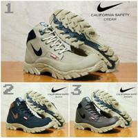 Sepatu boots Nike California Tracking safety pria casual boots -warna - Hitam
