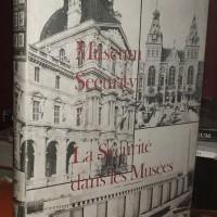 Museum Security Robert G. Tillotson Dua Bahasa Inggris-Perancis Int