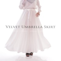 Bawahan Rok Panjang Muslimah Velvet Umbrella Skirt Warna Broken White