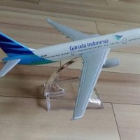 Miniatur Diecast Pesawat Terbang Garuda Indonesia Bahan Besi