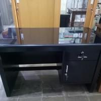 meja kantor 1/2 biro kayu