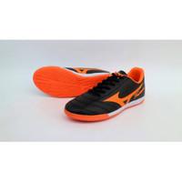 sepatu olahraga futsal mizuno fortuna warna hitam orange sz 39-44