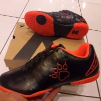 sepatu futsal anak kelme star 9 jr hitam orange best sport