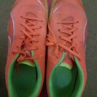 sepatu futsal Puma Invicto Fresh